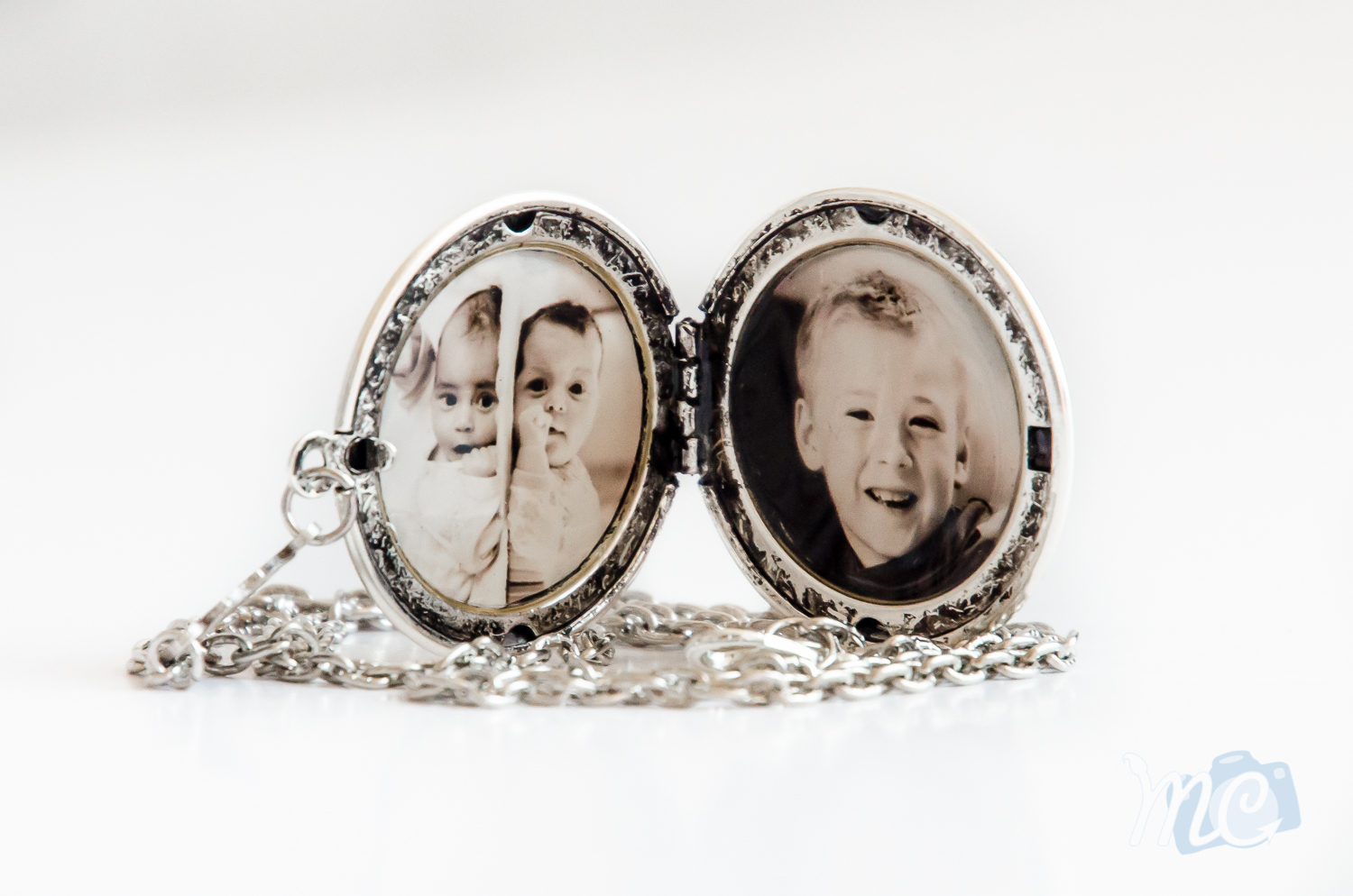 resin-silver-locket