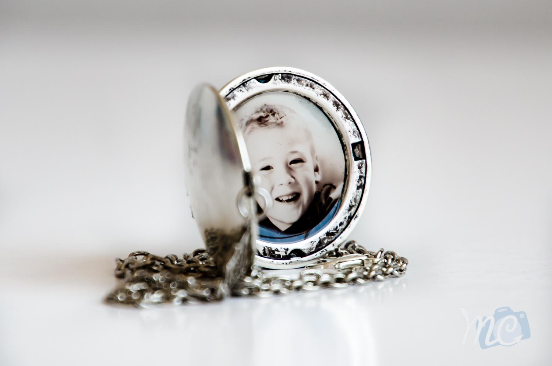 resin-silver-locket